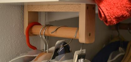 kleiderstange f r begehbaren schrank. Black Bedroom Furniture Sets. Home Design Ideas